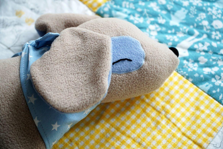 Personalisiertes Geschenk zur Geburt nähen – Kuscheltierhund Klecks