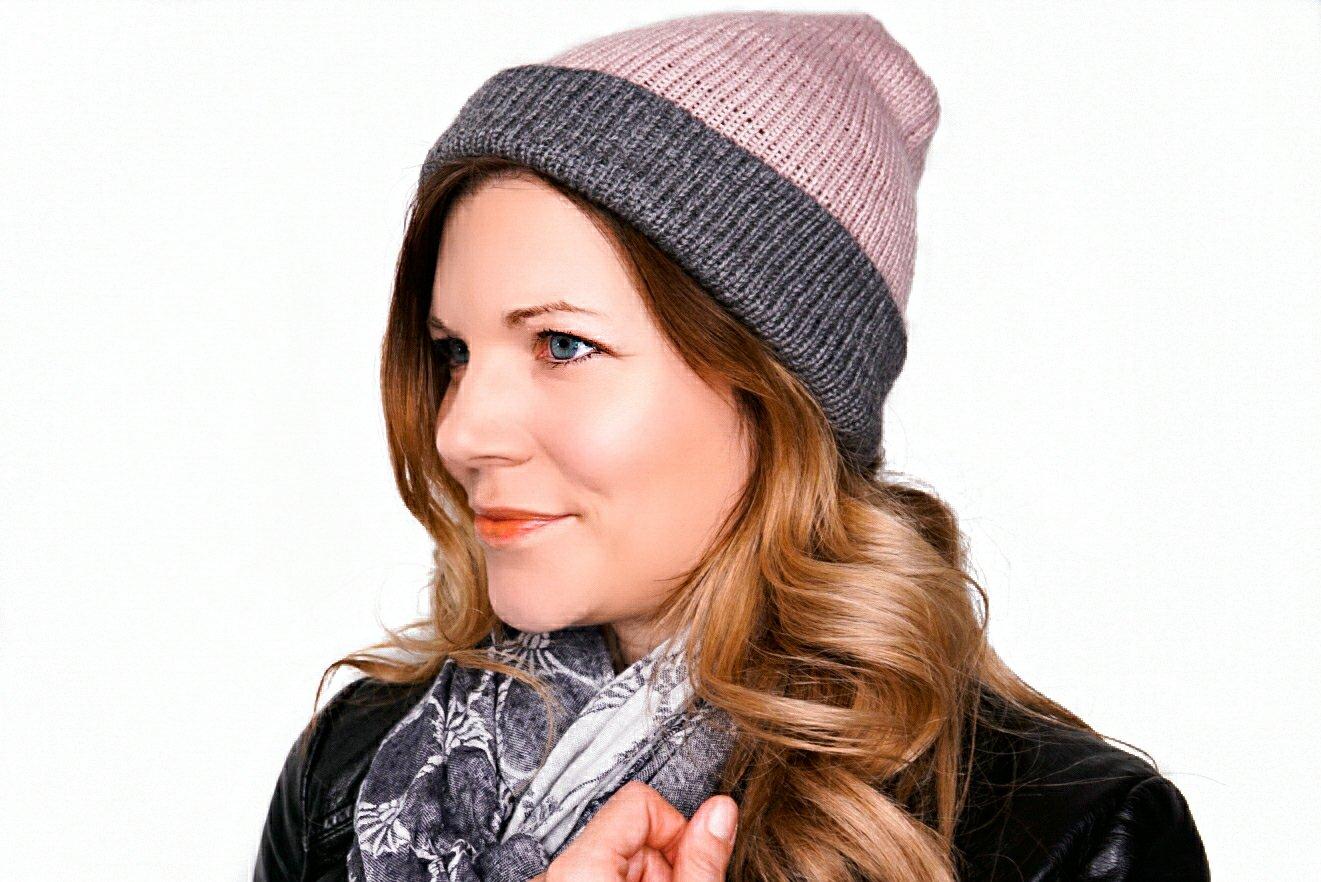 selbstgestrickte Mütze in rose und grau